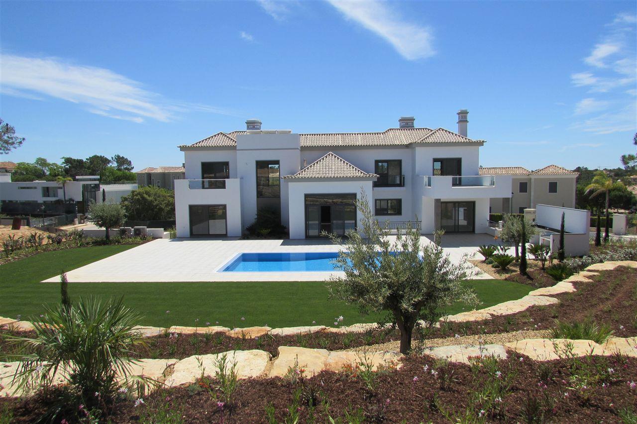 Maison unifamiliale pour l Vente à Detached house, 6 bedrooms, for Sale Loule, Algarve 8135- Portugal