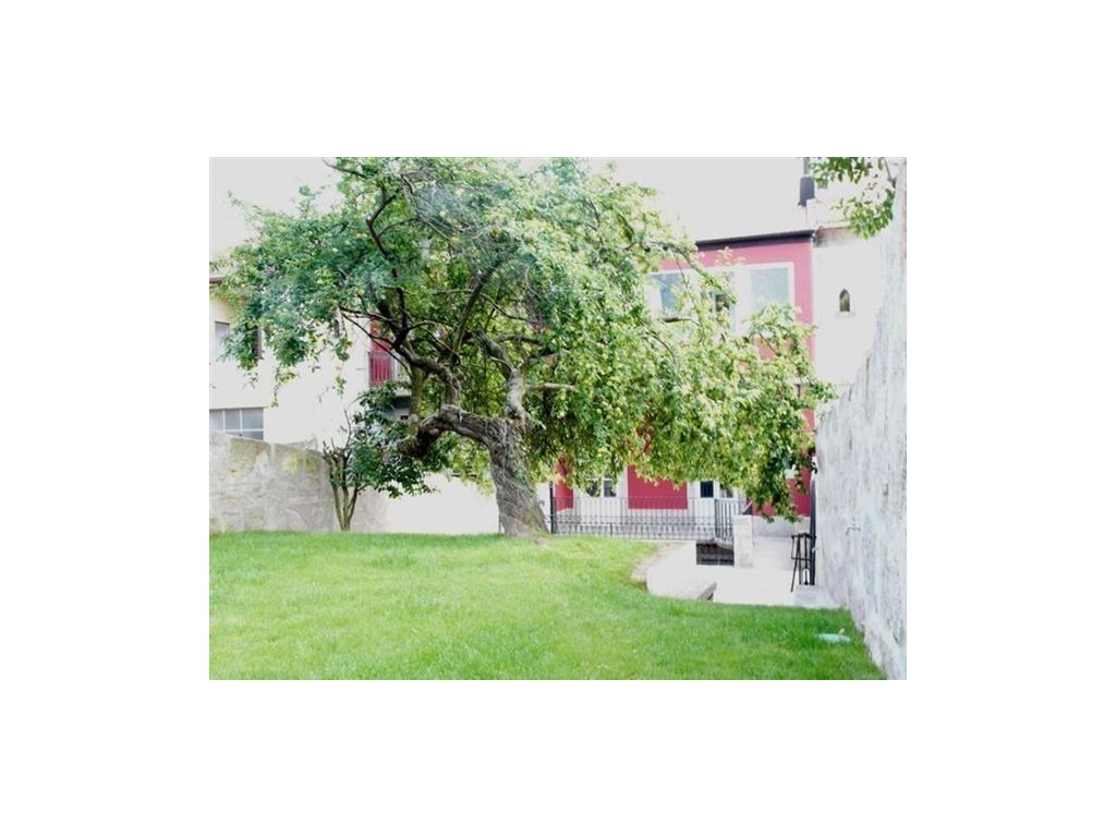 Casa Unifamiliar por un Venta en House, 5 bedrooms, for Sale Porto, Porto 4050-439 Portugal