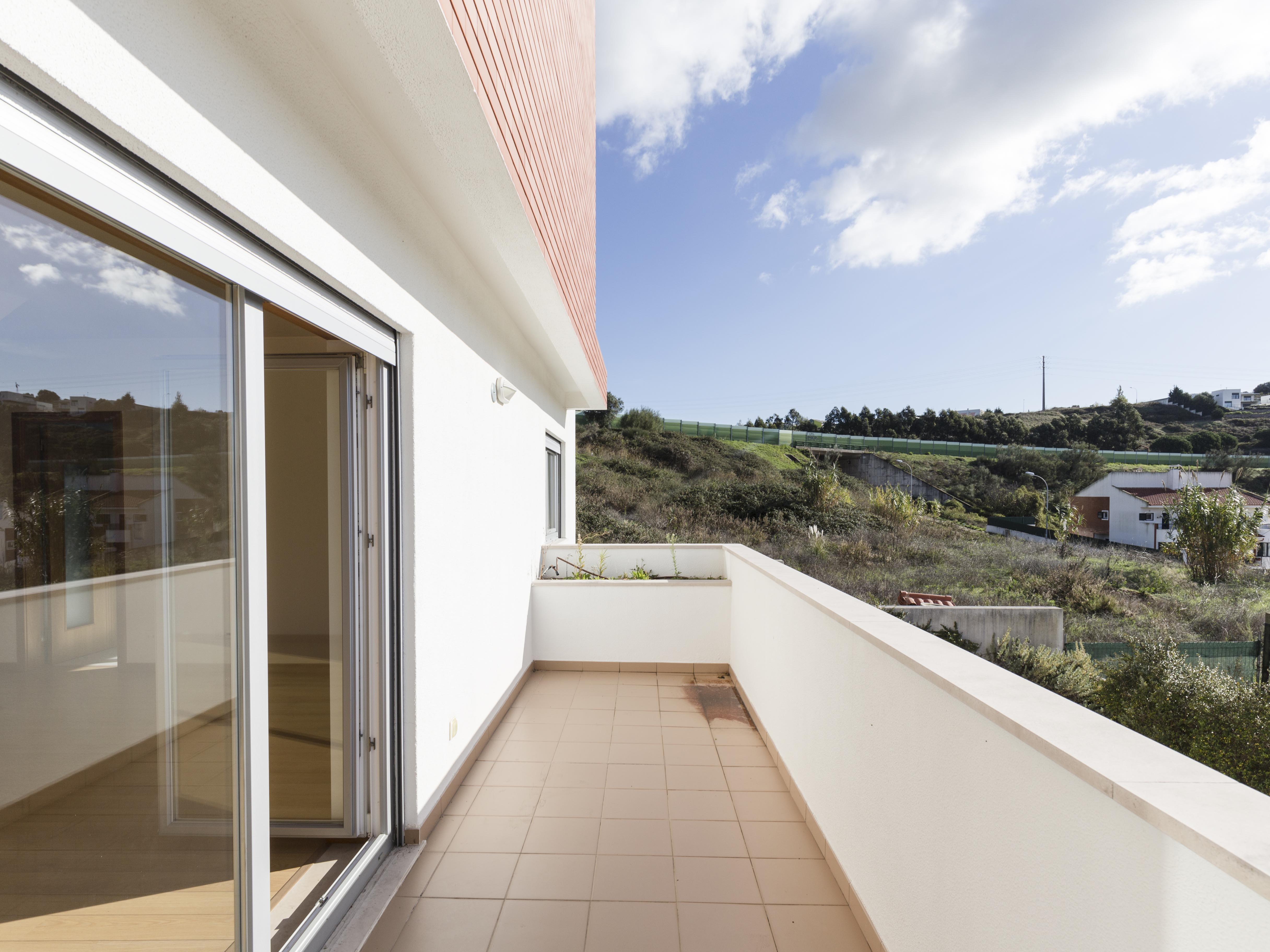 Single Family Home for Sale at Semi-detached house, 4 bedrooms, for Sale Oeiras, Lisboa, Portugal