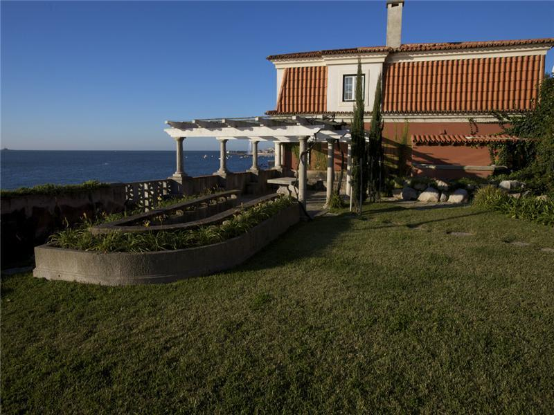 Villa per Vendita alle ore House, 10 bedrooms, for Sale Oeiras, Lisbona, 2770-048 Portogallo