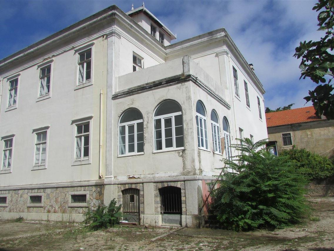 Property For Sale at House, 9 bedrooms, for Sale