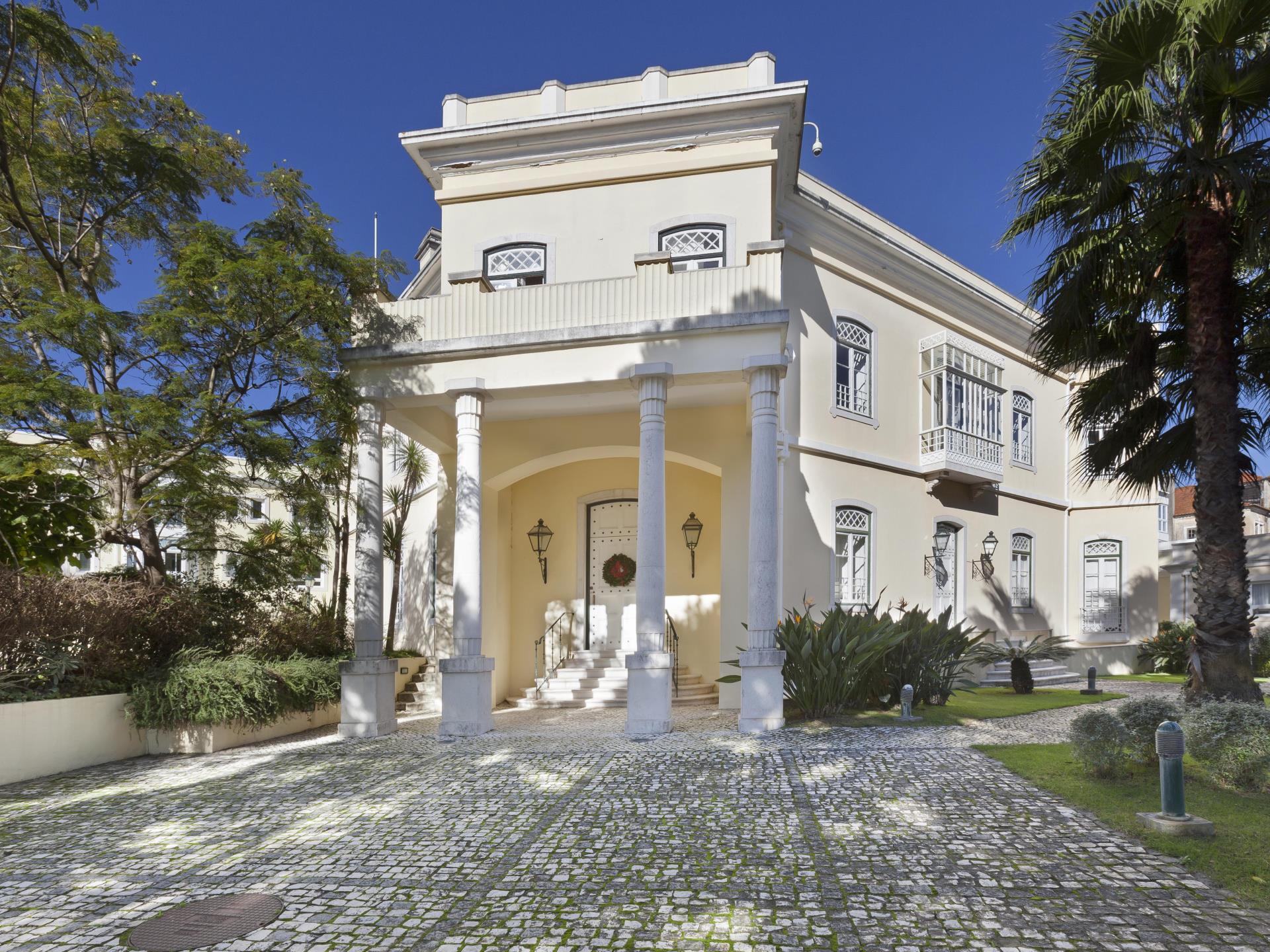 Wohnung für Verkauf beim Flat, 2 bedrooms, for Sale Estoril, Cascais, Lissabon Portugal