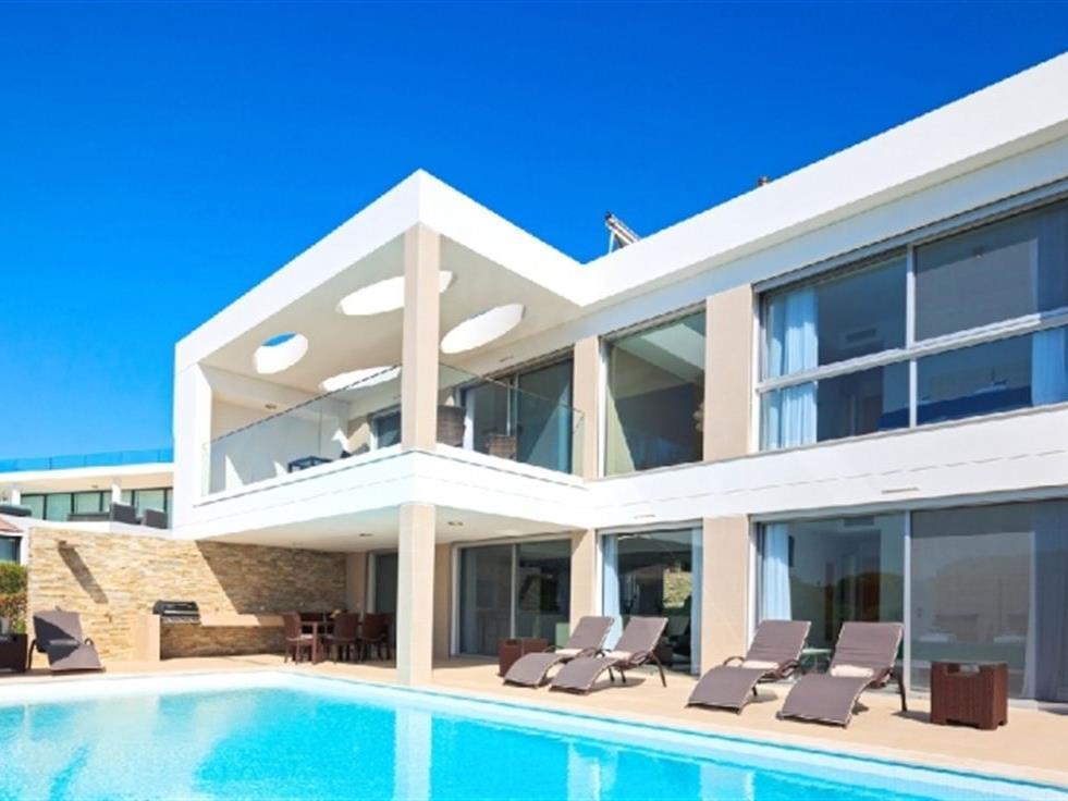 Einfamilienhaus für Verkauf beim House, 4 bedrooms, for Sale Loule, Algarve Portugal