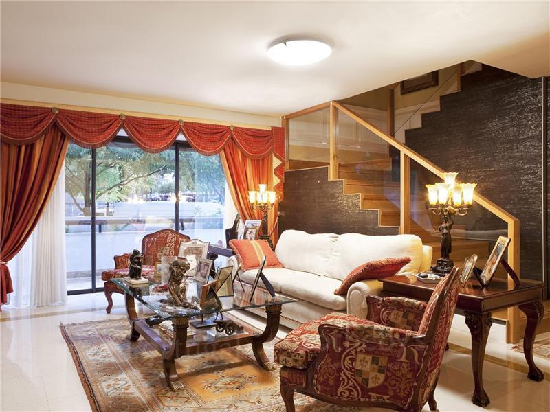 Flat, 5 Bedrooms, For Sale