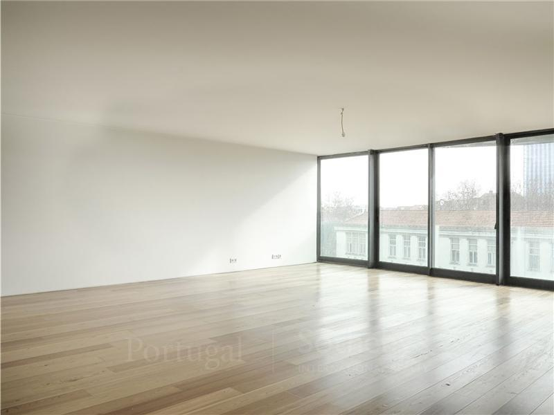 Property For Sale at Flat, 5 bedrooms, for Sale