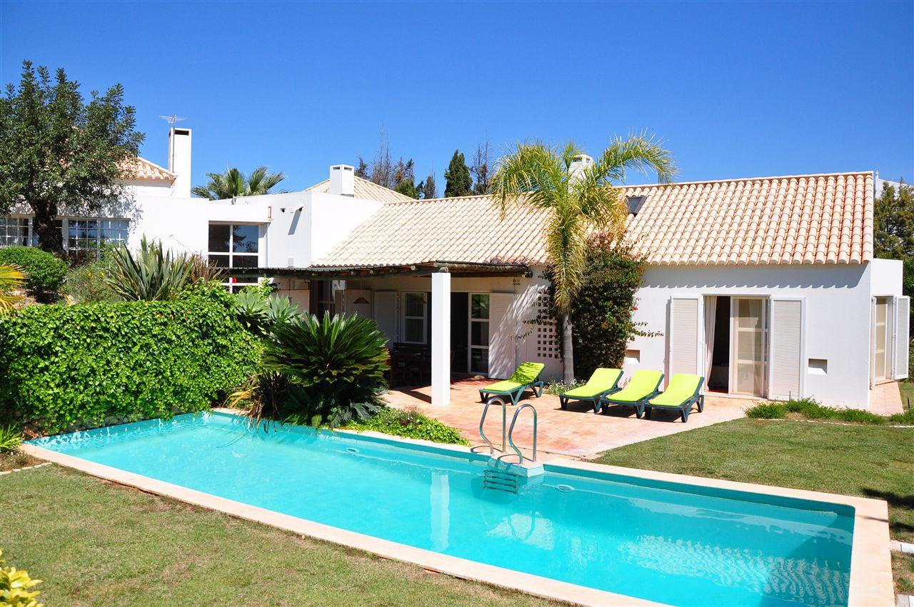 Vivienda unifamiliar por un Venta en Detached house, 4 bedrooms, for Sale Albufeira, Algarve, 8200-410 Portugal