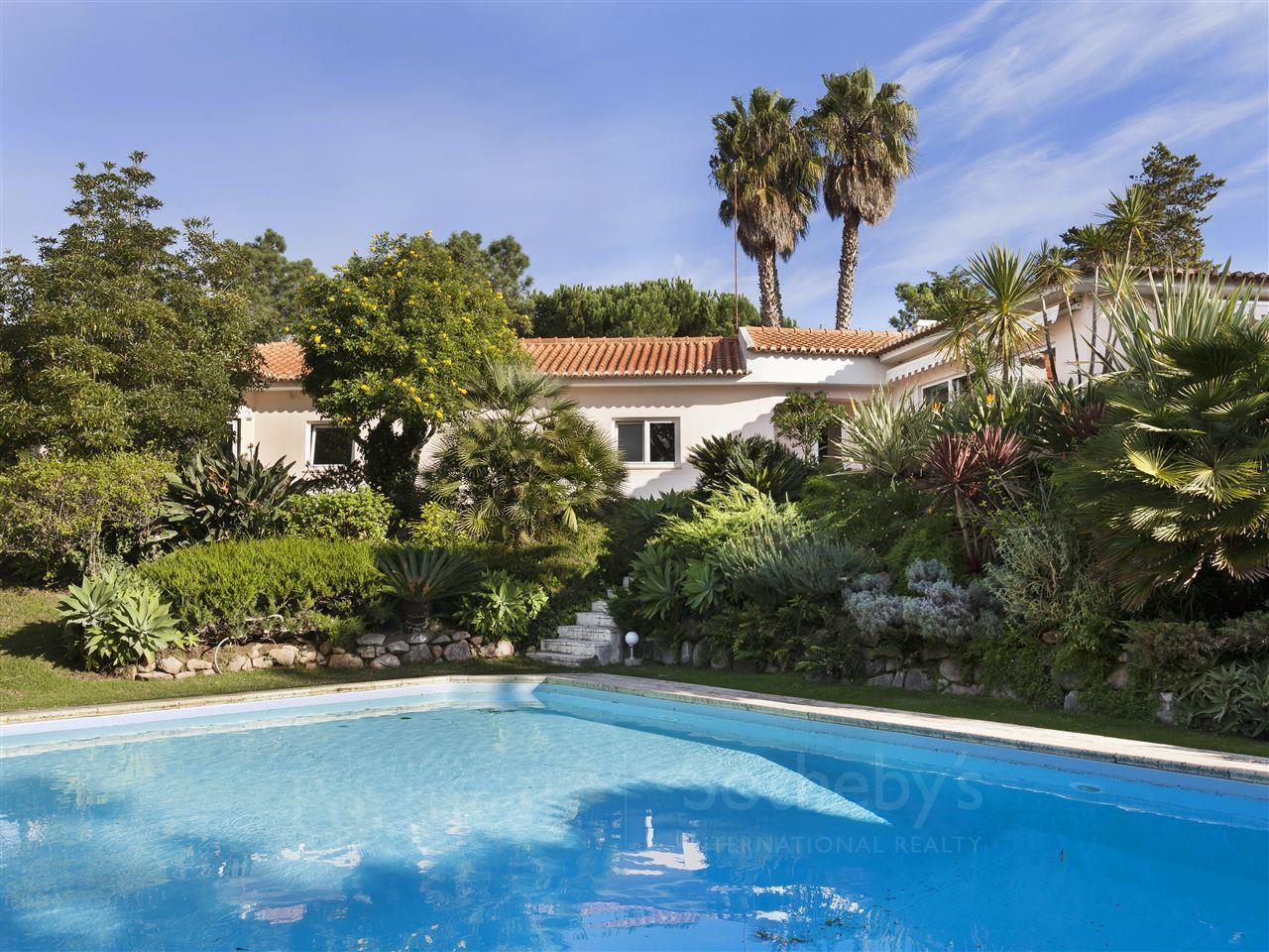 Tek Ailelik Ev için Satış at House, 5 bedrooms, for Sale Cascais, Lisboa Portekiz
