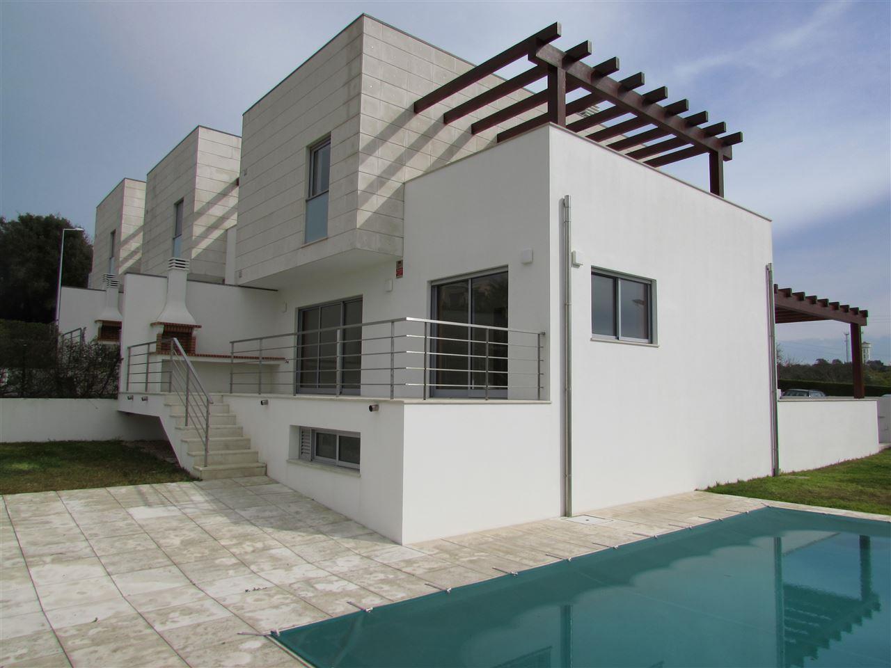 Maison unifamiliale pour l Vente à Terraced house, 3 bedrooms, for Sale Silves, Algarve Portugal