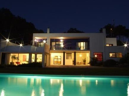 Villa per Vendita alle ore House, 4 bedrooms, for Sale Colares, Sintra, Lisbona Portogallo