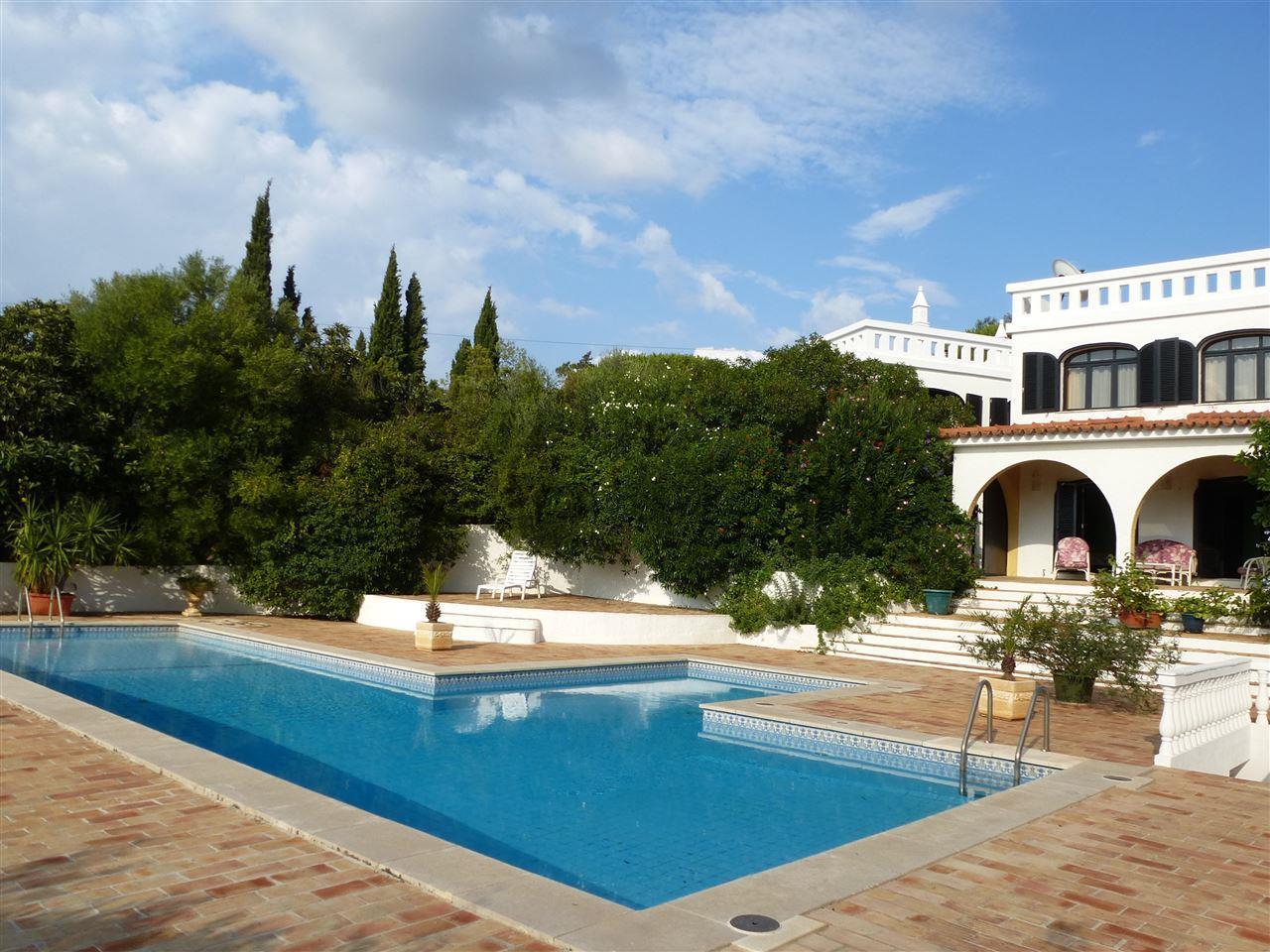 Vivienda unifamiliar por un Venta en Detached house, 5 bedrooms, for Sale Portimao, Algarve Portugal