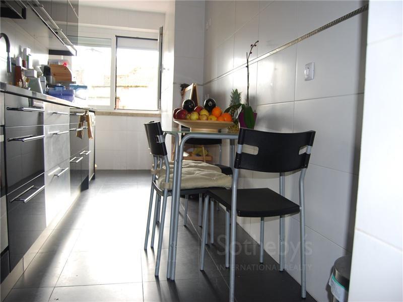 Appartement pour l Vente à Flat, 3 bedrooms, for Sale Alcantara, Lisboa, Lisbonne Portugal