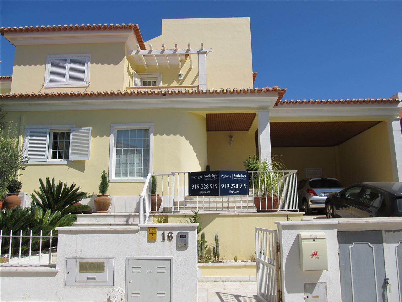 Property For Sale at Semi-detached house, 4 bedrooms, for Sale