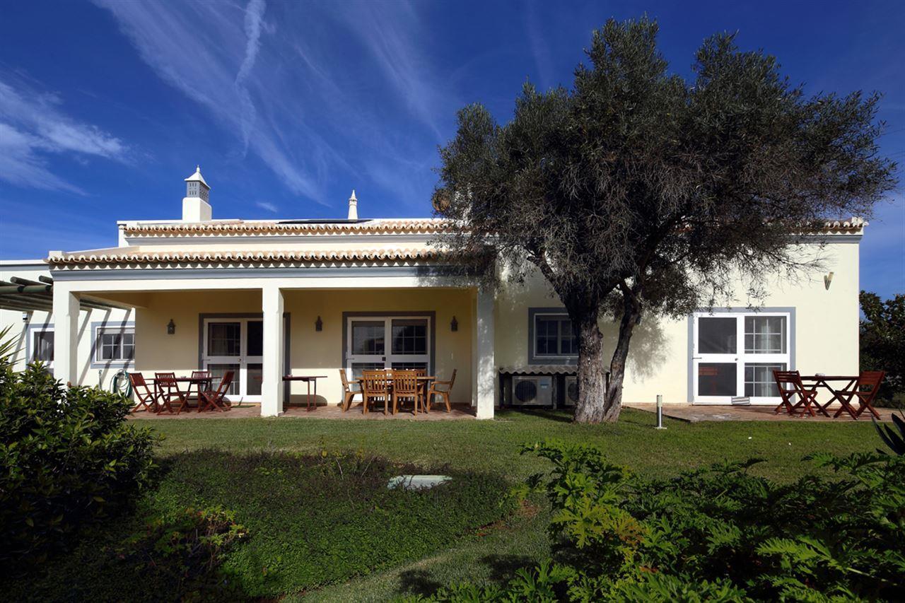 Moradia para Venda às Detached house, 4 bedrooms, for Sale Portimao, Algarve, Portugal