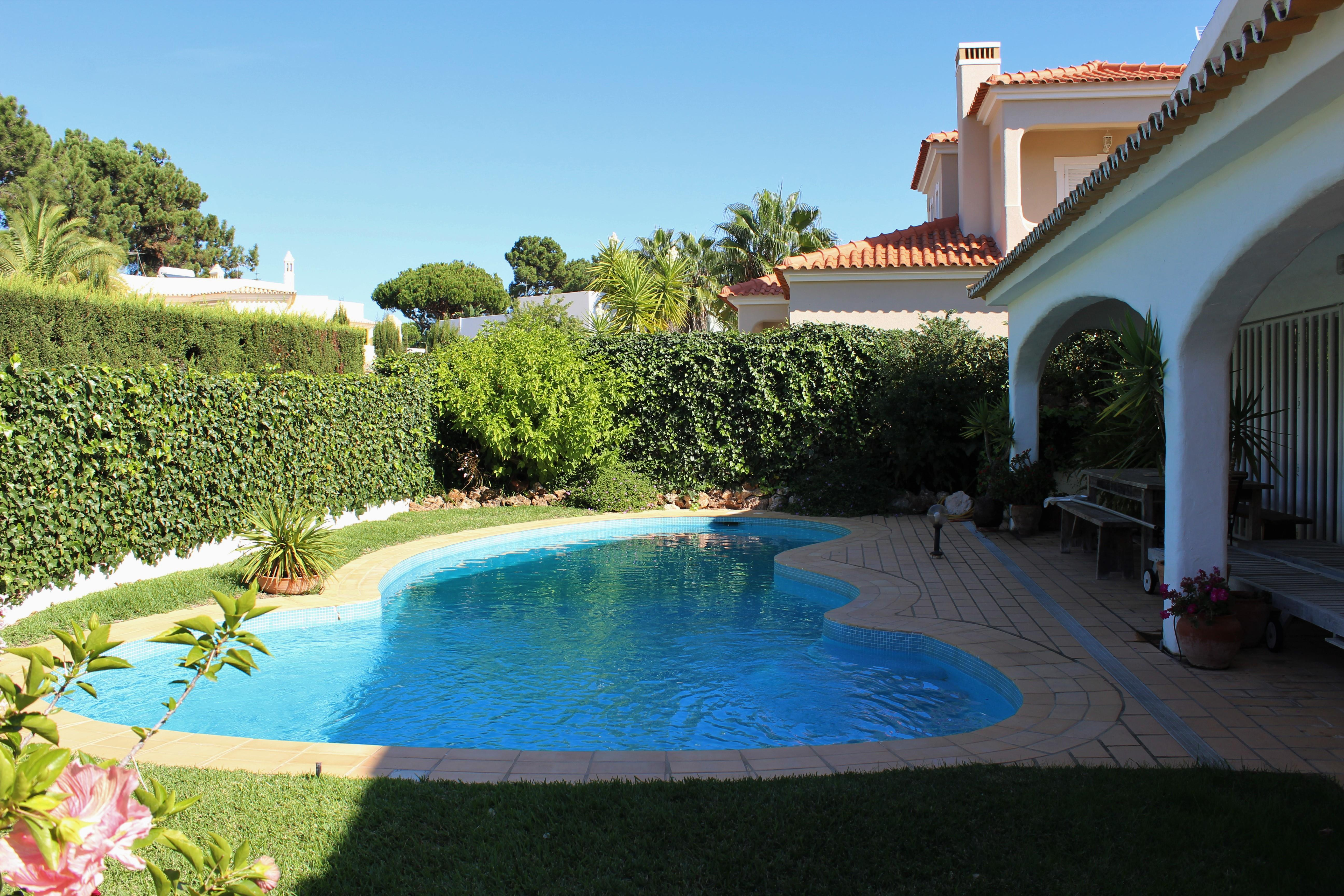 Single Family Home for Sale at Detached house, 3 bedrooms, for Sale Loule, Algarve 8125-001 Portugal