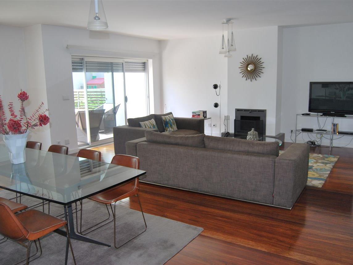 Casa para uma família para Venda às House, 3 bedrooms, for Sale Oeiras, Lisboa Portugal