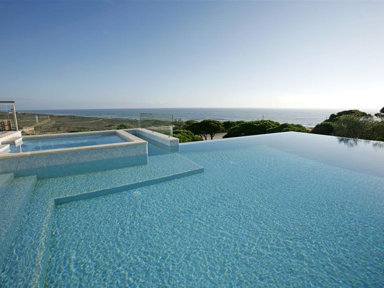 Maison unifamiliale pour l Vente à Detached house, 3 bedrooms, for Sale Loule, Algarve Portugal