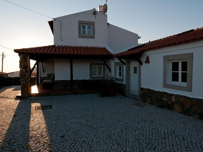 Частный односемейный дом для того Продажа на House, 3 bedrooms, for Sale Guincho, Cascais, Лиссабон Португалия