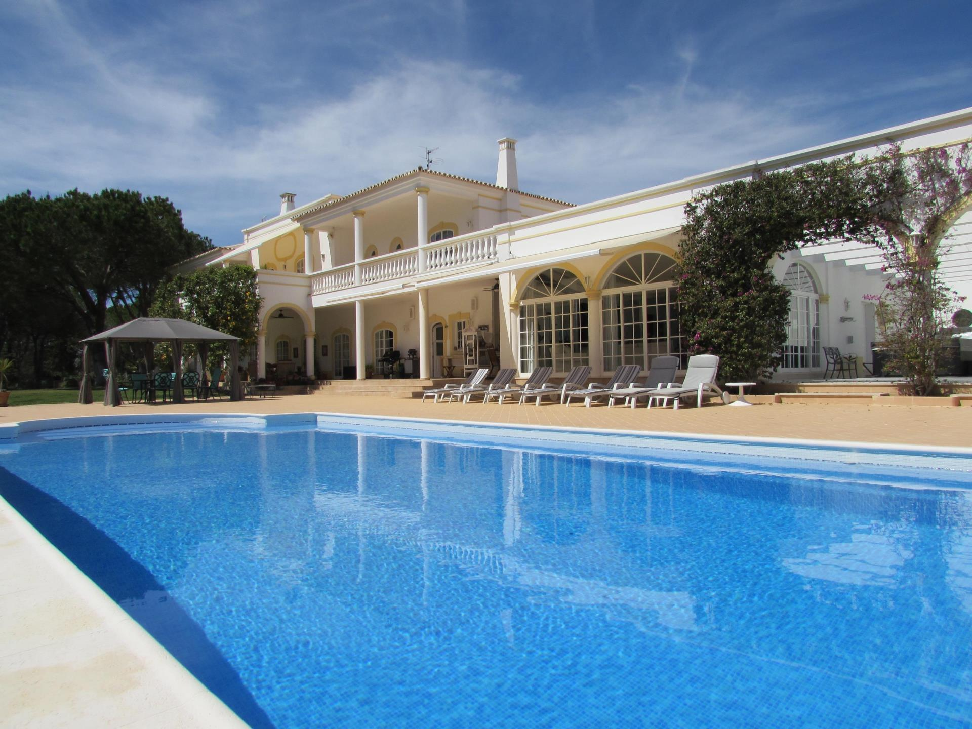 Maison unifamiliale pour l Vente à Detached house, 7 bedrooms, for Sale Loule, Algarve Portugal