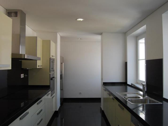 Property Of Flat, 6 bedrooms, for Sale