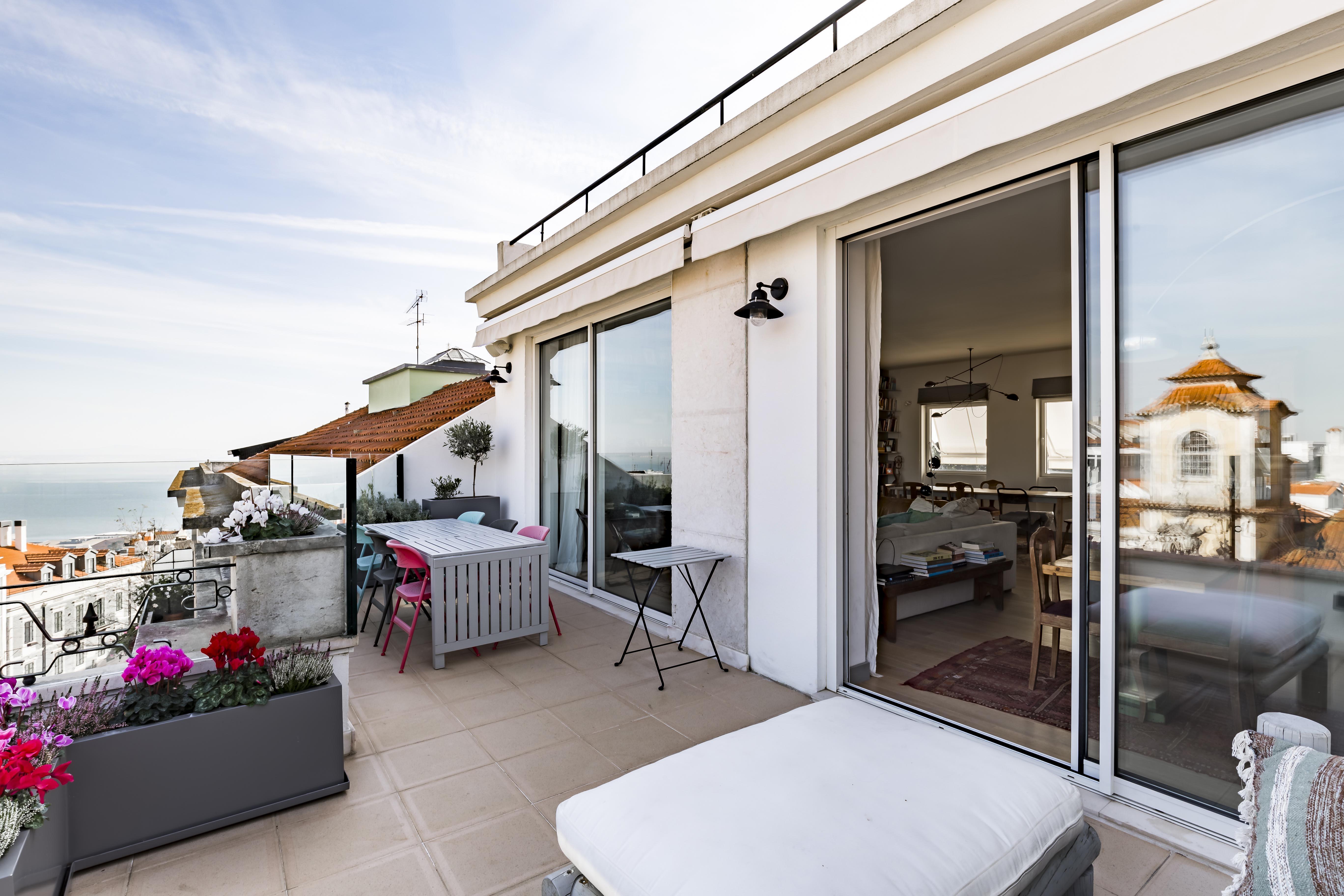 Apartamento por un Venta en Flat, 5 bedrooms, for Sale Lisboa, Lisboa, 1200-834 Portugal
