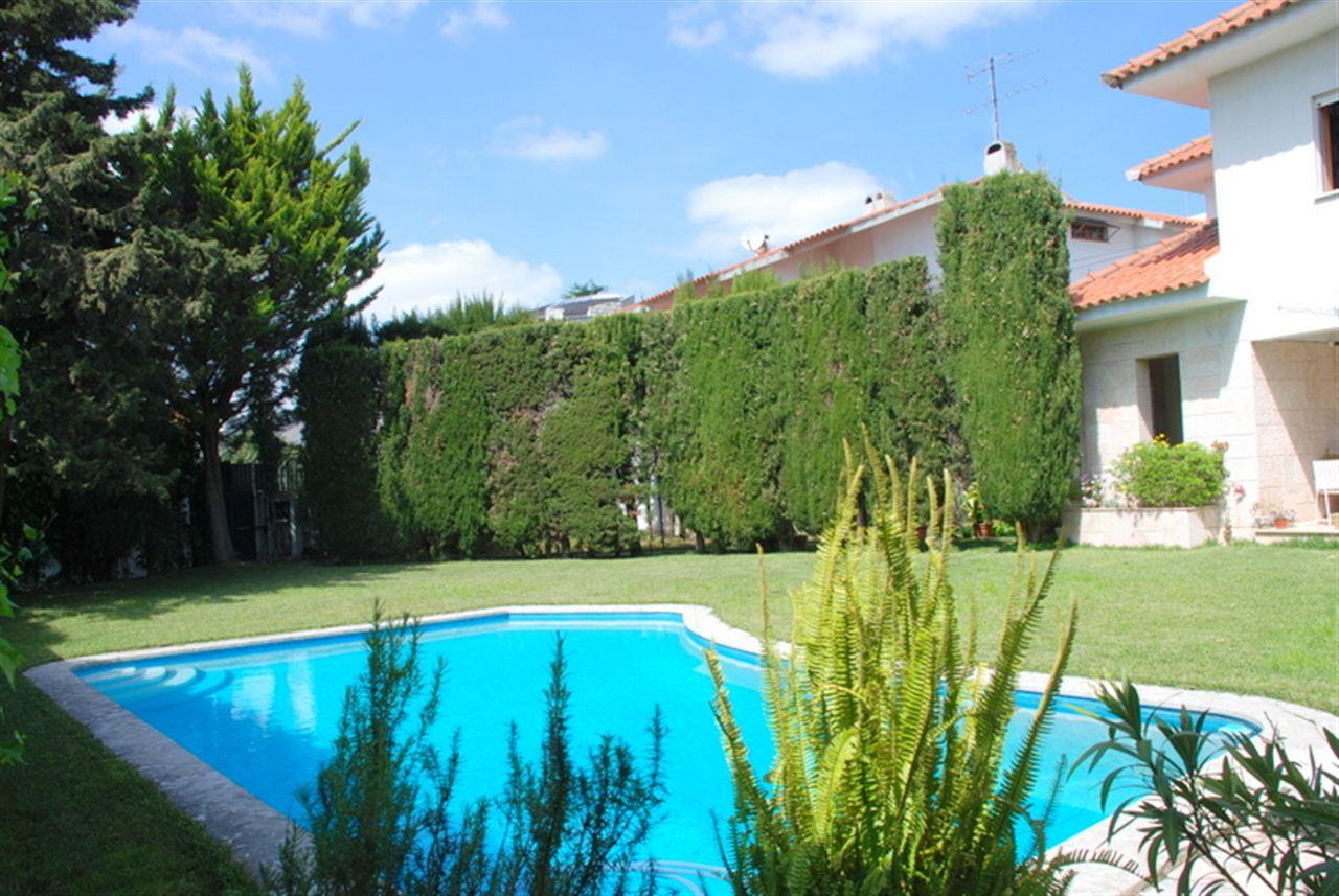 Casa Unifamiliar por un Venta en House, 6 bedrooms, for Sale Oeiras, Lisboa, 2795-032 Portugal