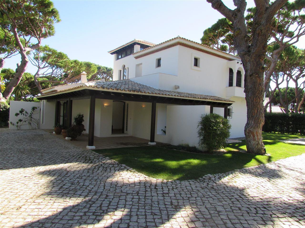 Maison unifamiliale pour l Vente à Detached house, 4 bedrooms, for Sale Albufeira, Algarve, 8200- Portugal