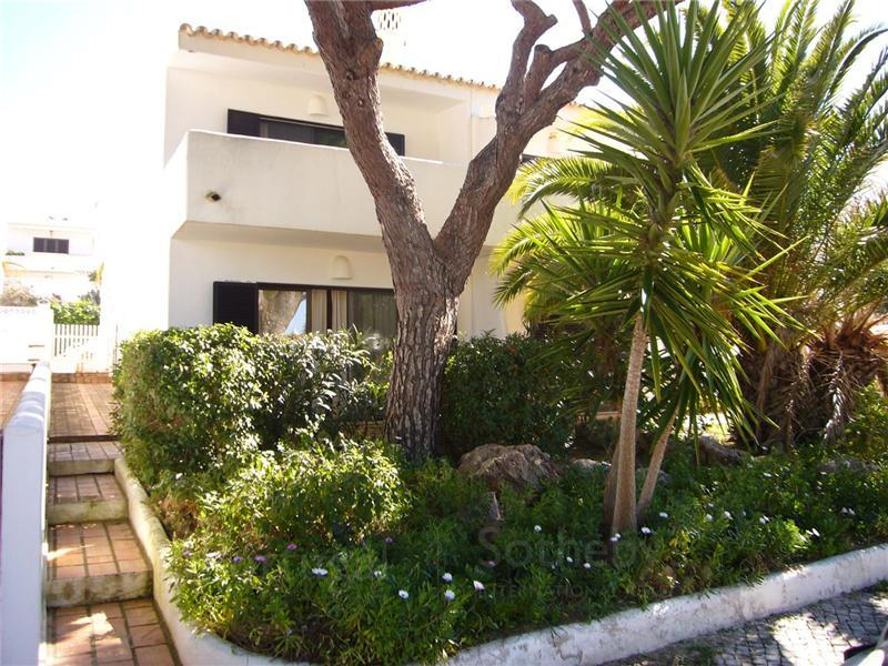 Single Family Home for Sale at House, 2 bedrooms, for Sale Loule, Algarve, 0000-000 Portugal