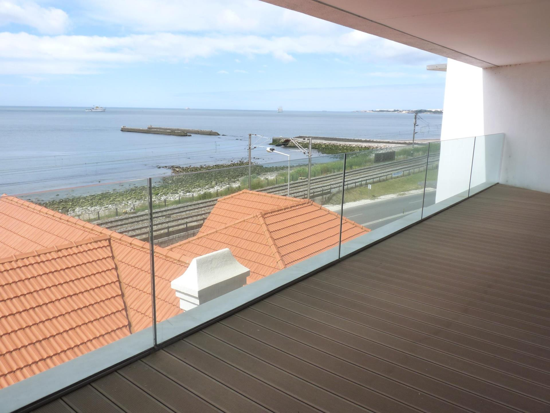Appartement pour l Vente à Flat, 4 bedrooms, for Sale Oeiras, Lisbonne Portugal