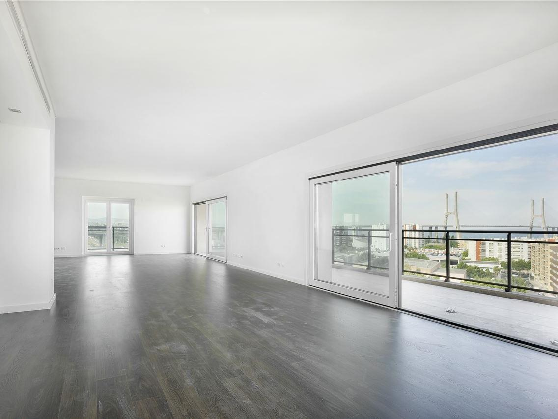 Appartement pour l Vente à Flat, 6 bedrooms, for Sale Loures, Lisbonne Portugal