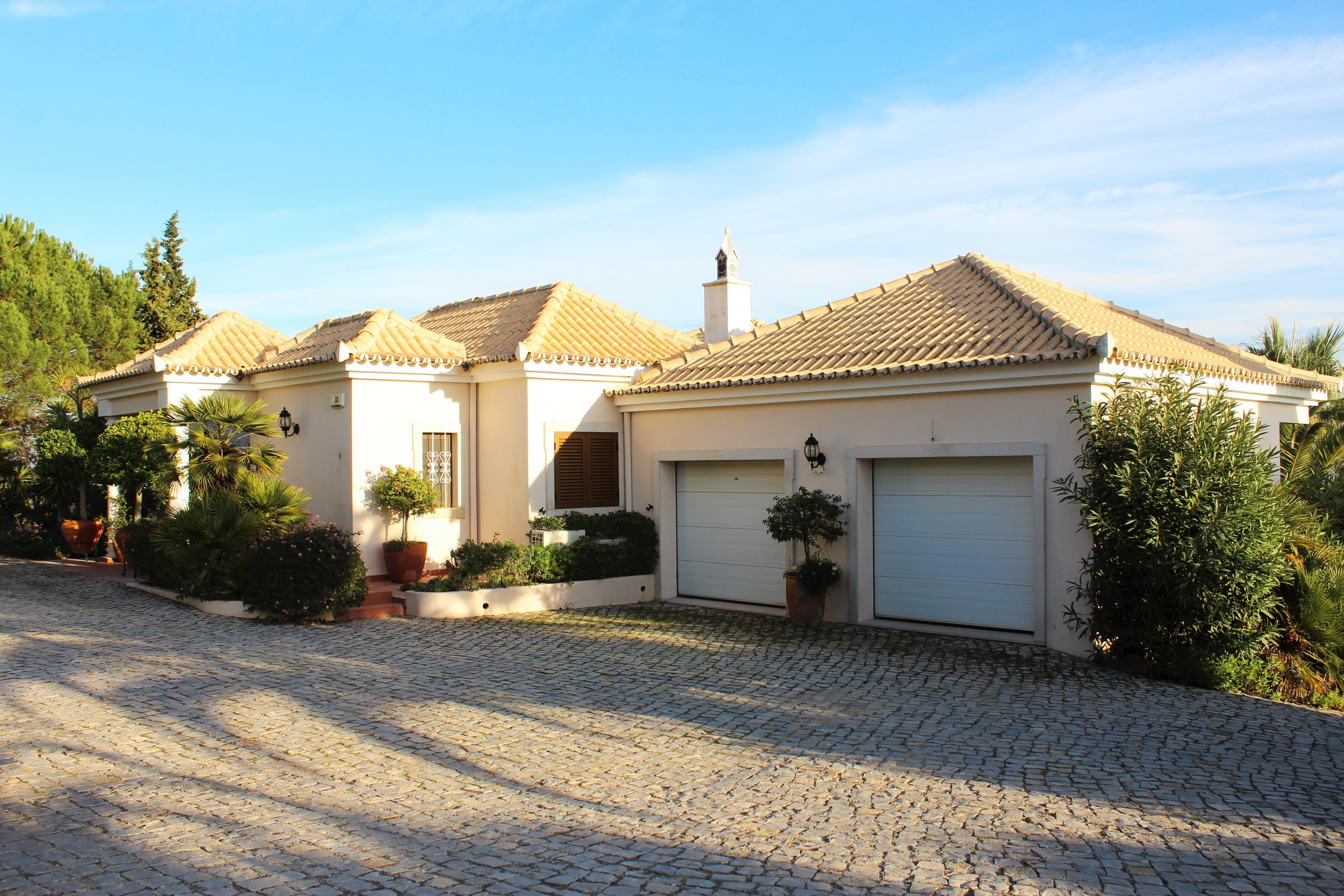 Частный односемейный дом для того Продажа на Detached house, 4 bedrooms, for Sale Faro, Algarve 8005-415 Португалия
