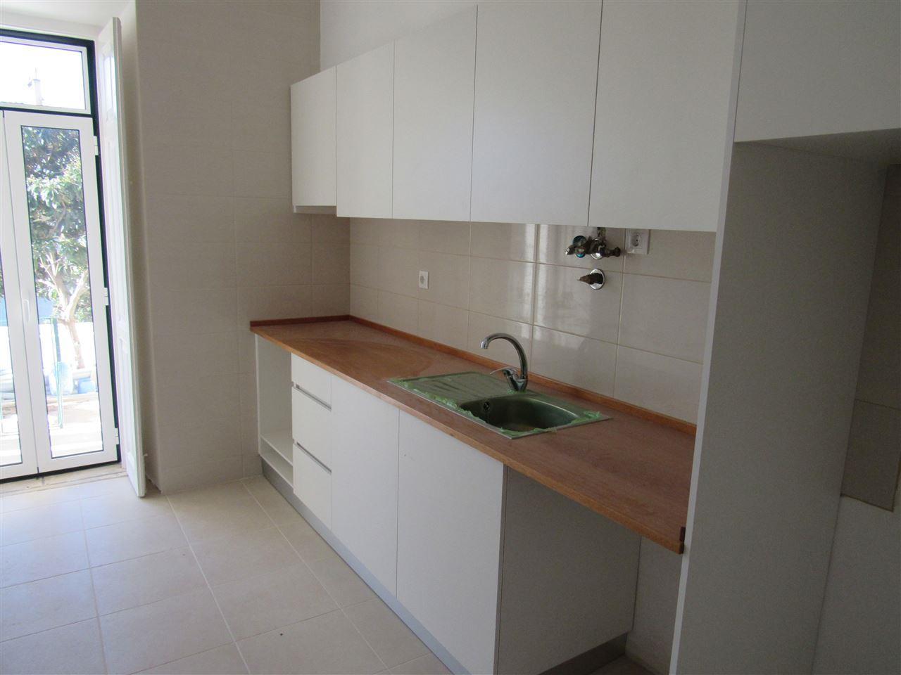 Apartment for Sale at Flat, 4 bedrooms, for Sale Lisboa, Lisboa, 1069-157 Portugal