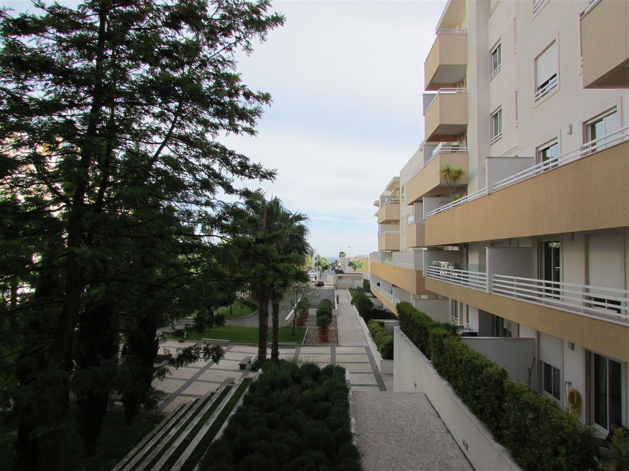 Apartamento por un Venta en Flat, 3 bedrooms, for Sale Cascais, Lisboa, 2775-345 Portugal