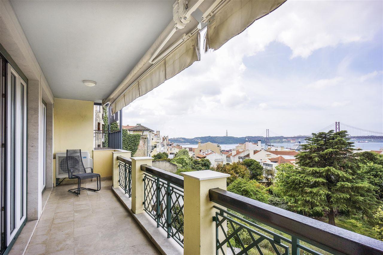 Apartamento para Venda às Flat, 2 bedrooms, for Sale Lisboa, Lisboa 1200-670 Portugal