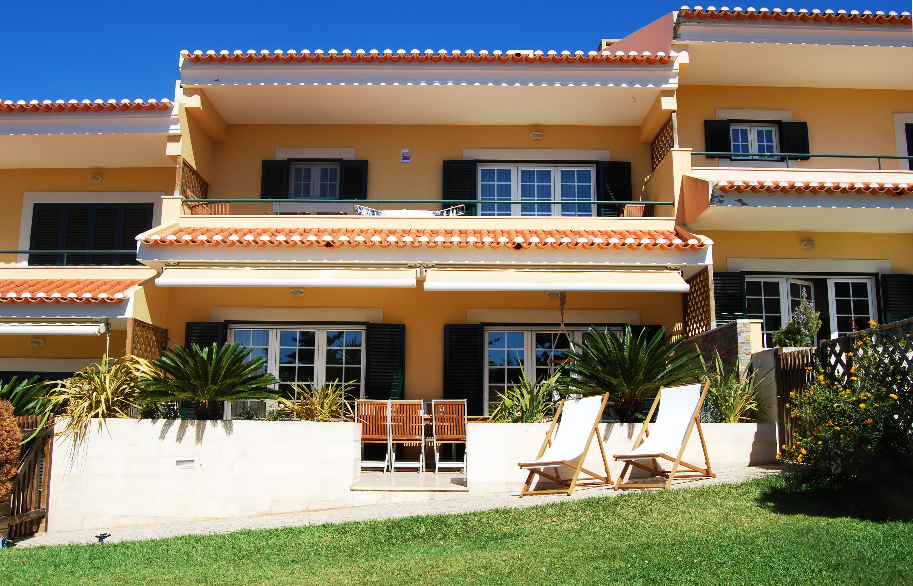 Casa Unifamiliar por un Venta en Terraced house, 4 bedrooms, for Sale Cascais, Lisboa, Portugal