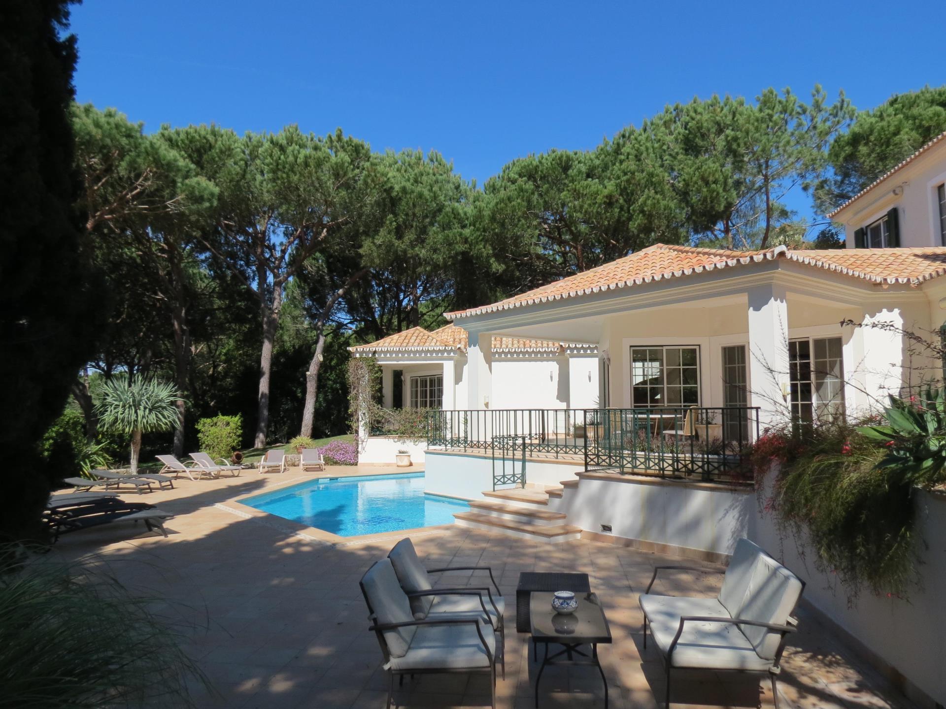 Частный односемейный дом для того Продажа на Detached house, 4 bedrooms, for Sale Loule, Algarve Португалия