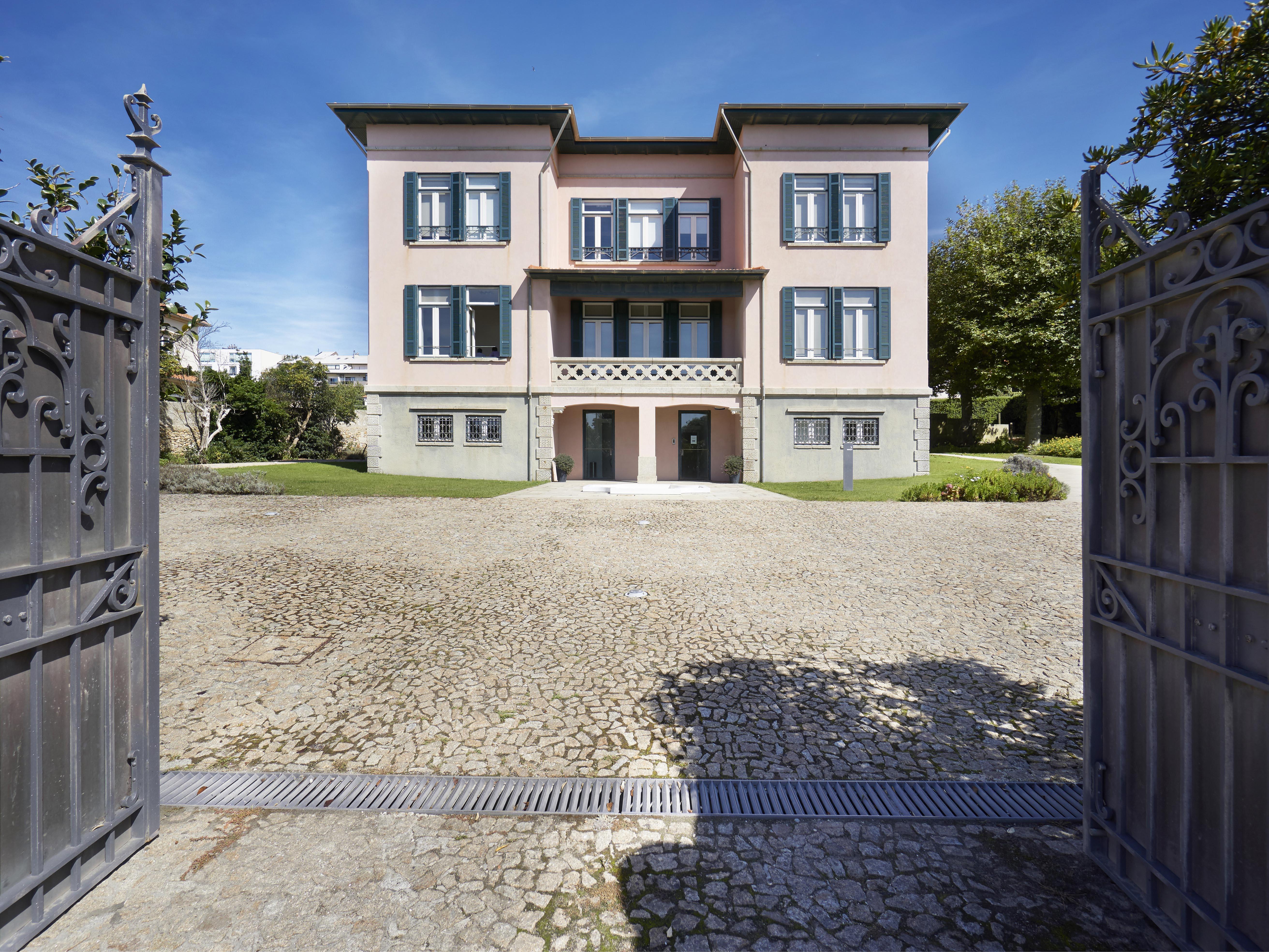 Casa para uma família para Venda às Detached house, 25 bedrooms, for Sale Porto, Porto, Portugal