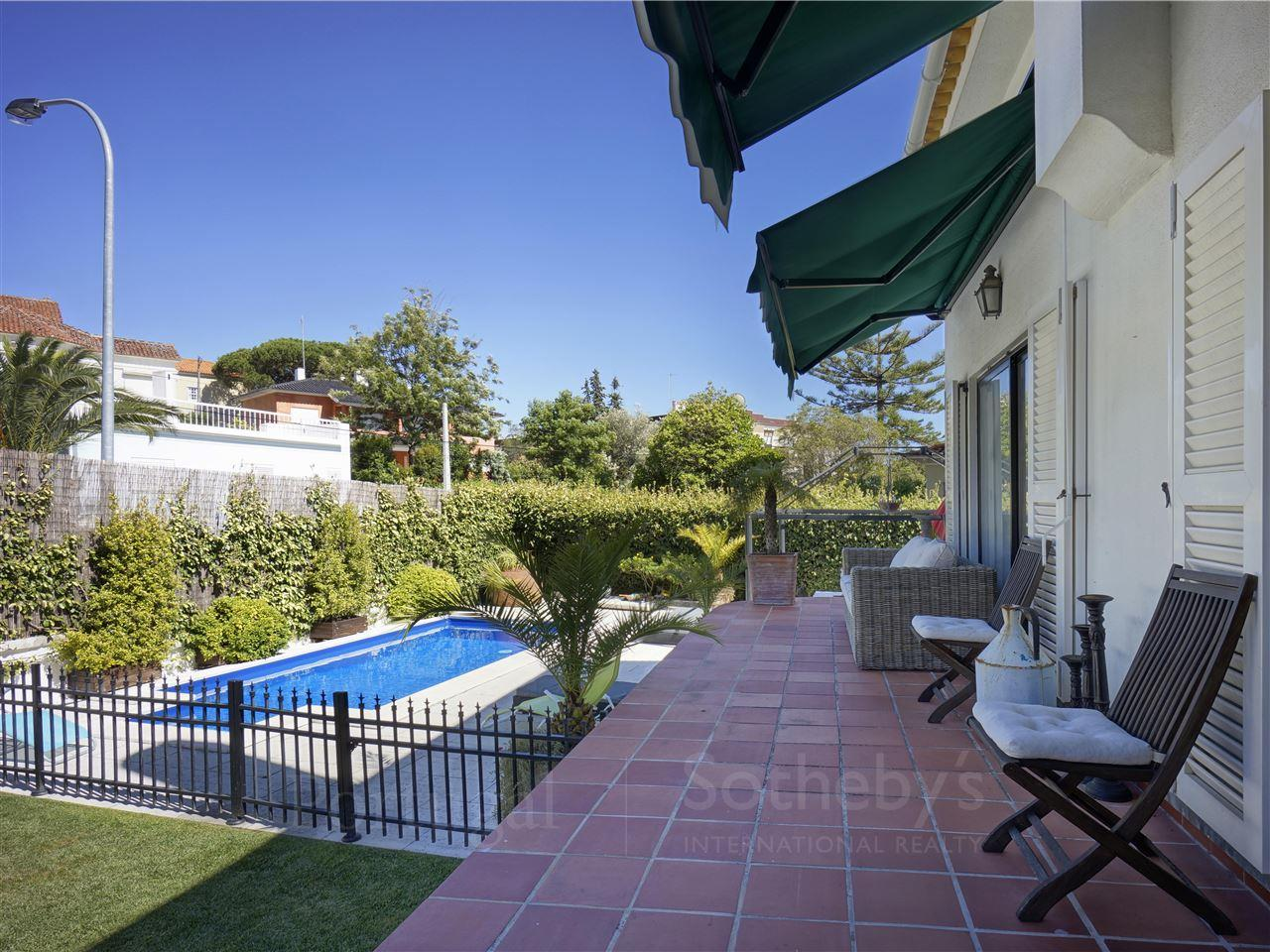Vivienda unifamiliar por un Venta en House, 3 bedrooms, for Sale Cascais, Lisboa, 2765-218 Portugal