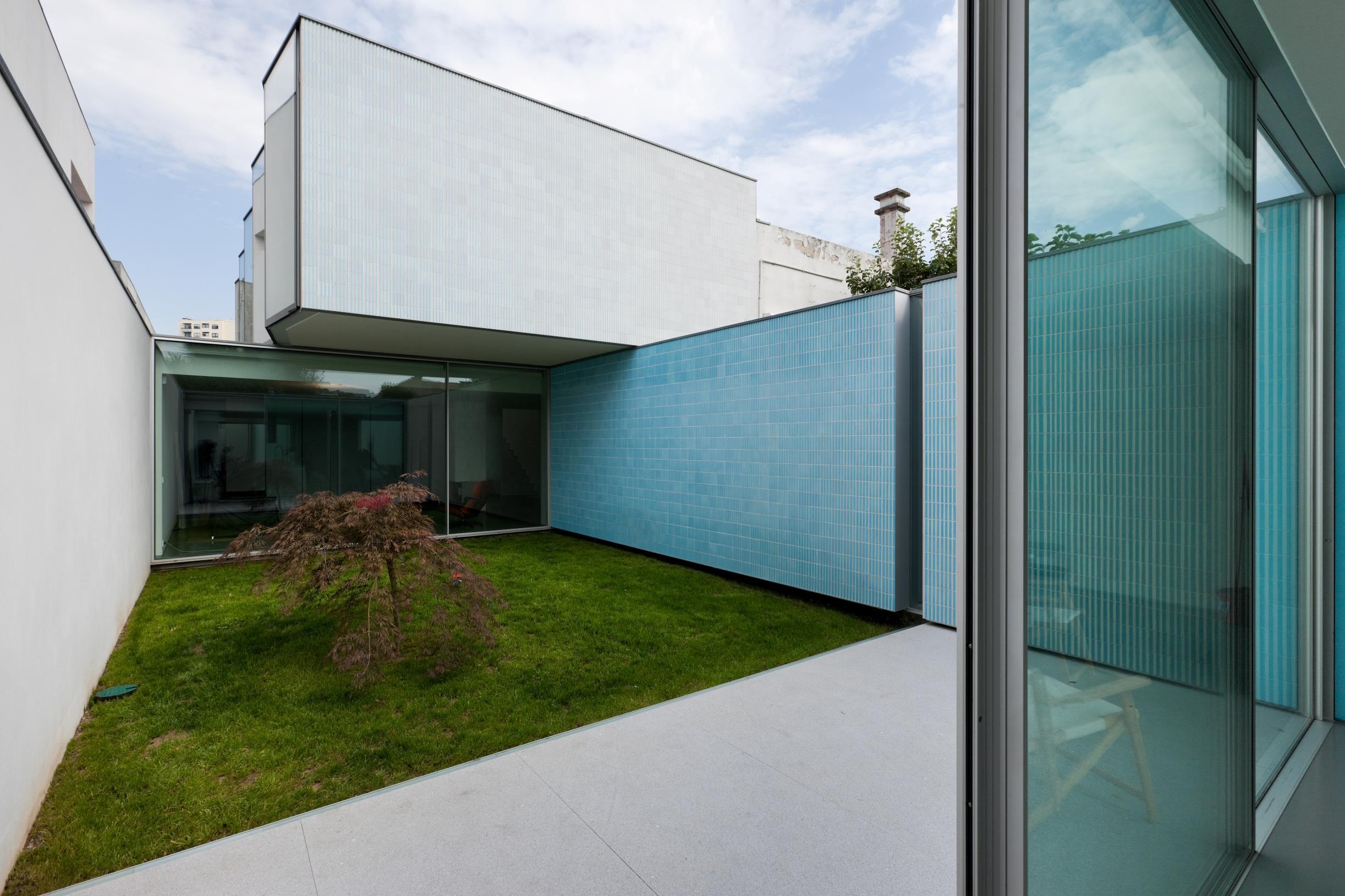 Casa Unifamiliar por un Venta en Semi-detached house, 3 bedrooms, for Sale Porto, Porto 4100-147 Portugal