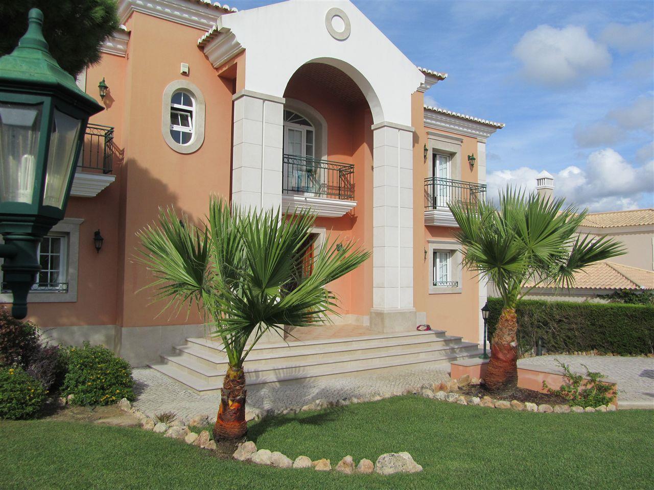 Nhà ở một gia đình vì Bán tại House, 4 bedrooms, for Sale Loule, Algarve Bồ Đào Nha