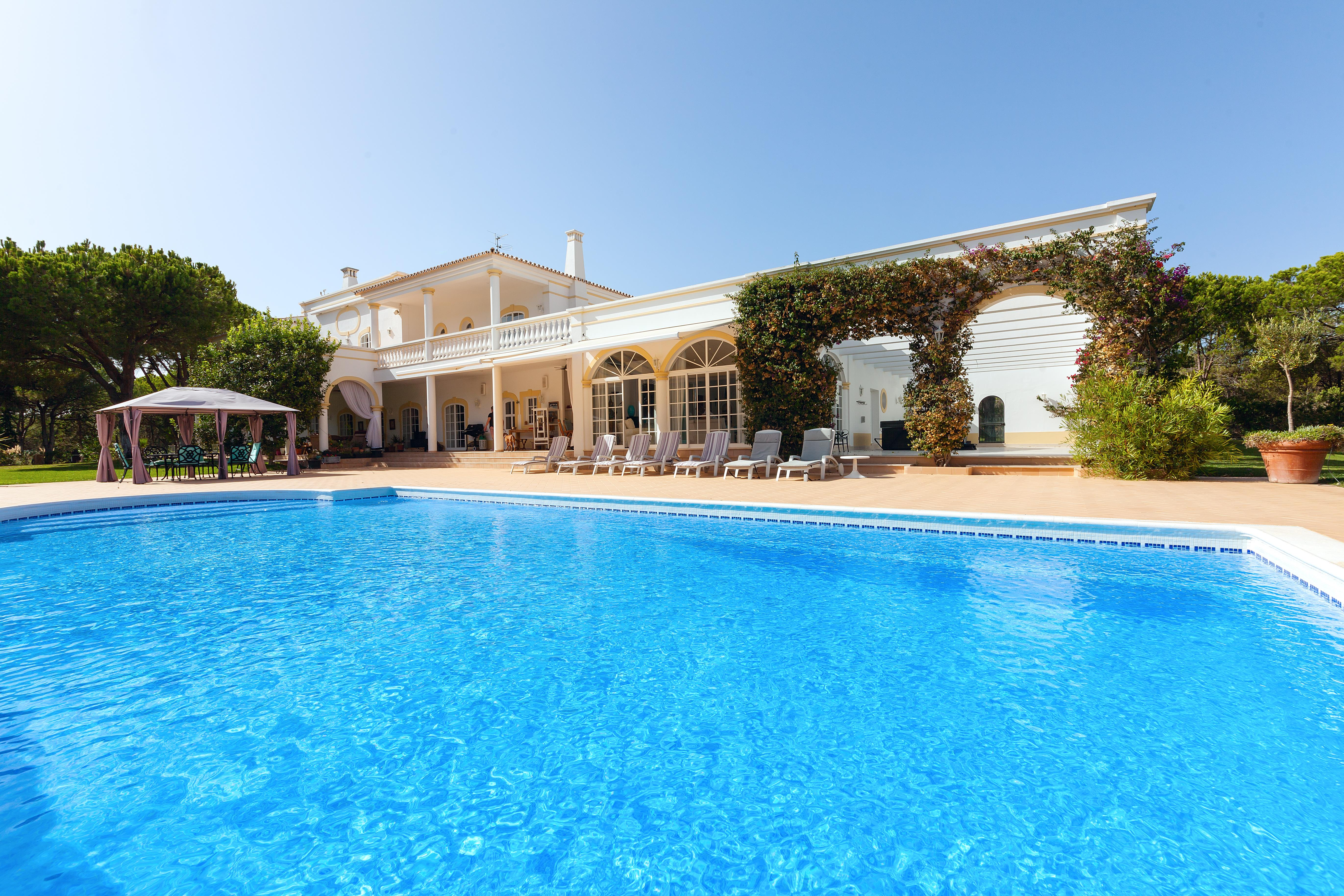 Single Family Home for Sale at Detached house, 7 bedrooms, for Sale Loule, Algarve, 8135-172 Portugal