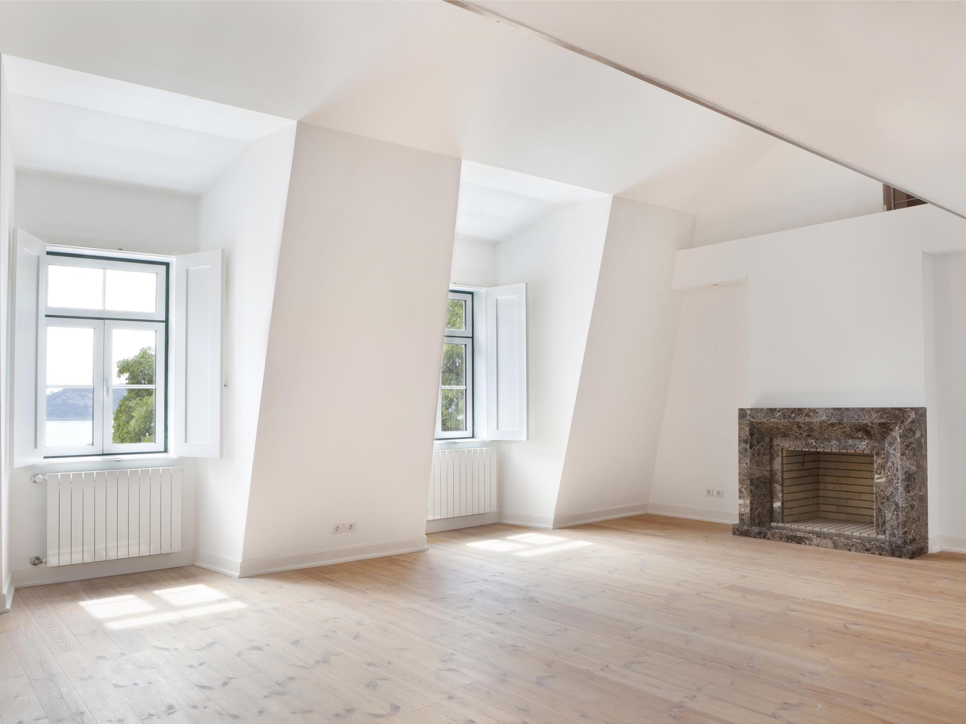 Appartement pour l Vente à Flat, 5 bedrooms, for Sale Santos, Lisboa, Lisbonne Portugal