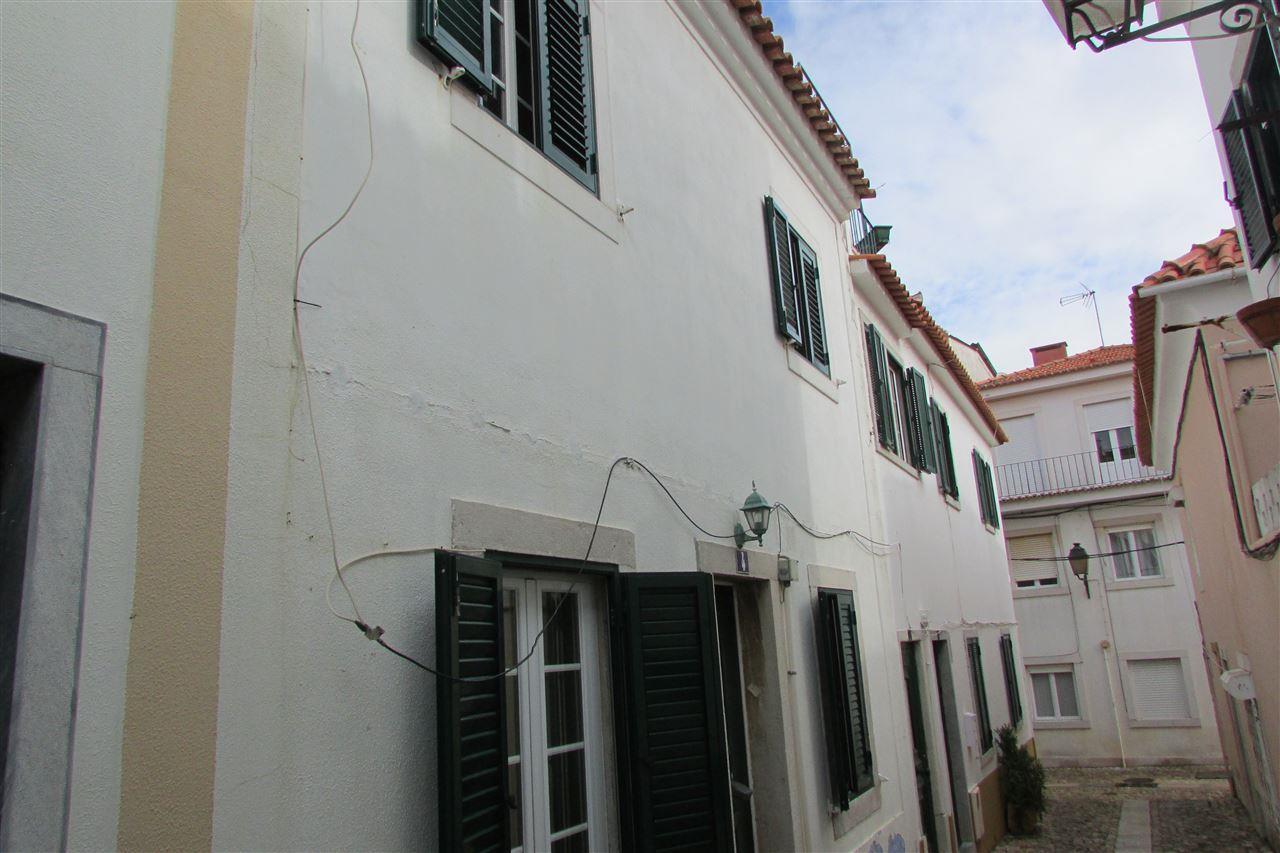 Einfamilienhaus für Verkauf beim Terraced house, 4 bedrooms, for Sale Cascais, Lissabon, Portugal
