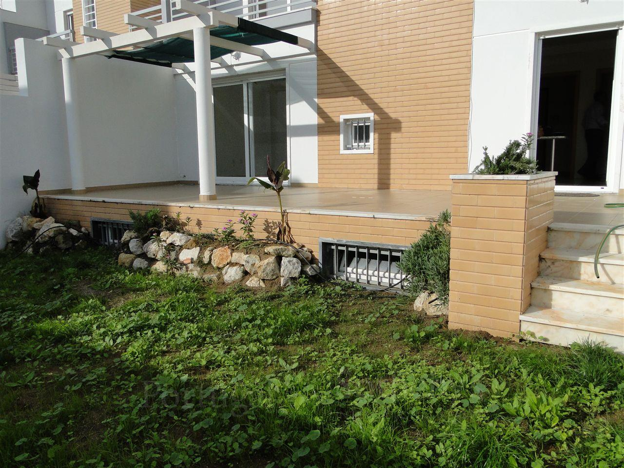 Tek Ailelik Ev için Satış at House, 3 bedrooms, for Sale Cascais, Lisboa 2765-000 Portekiz