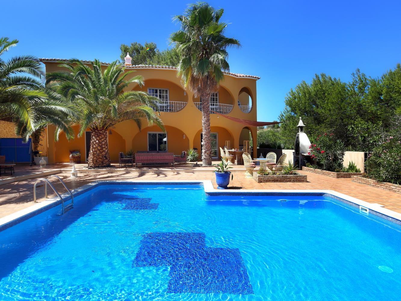 Maison unifamiliale pour l Vente à Detached house, 5 bedrooms, for Sale Silves, Algarve Portugal