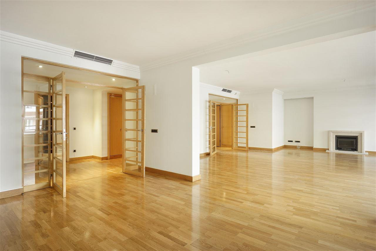 Apartment for Sale at Flat, 5 bedrooms, for Sale Lisboa, Lisboa, 1050-227 Portugal