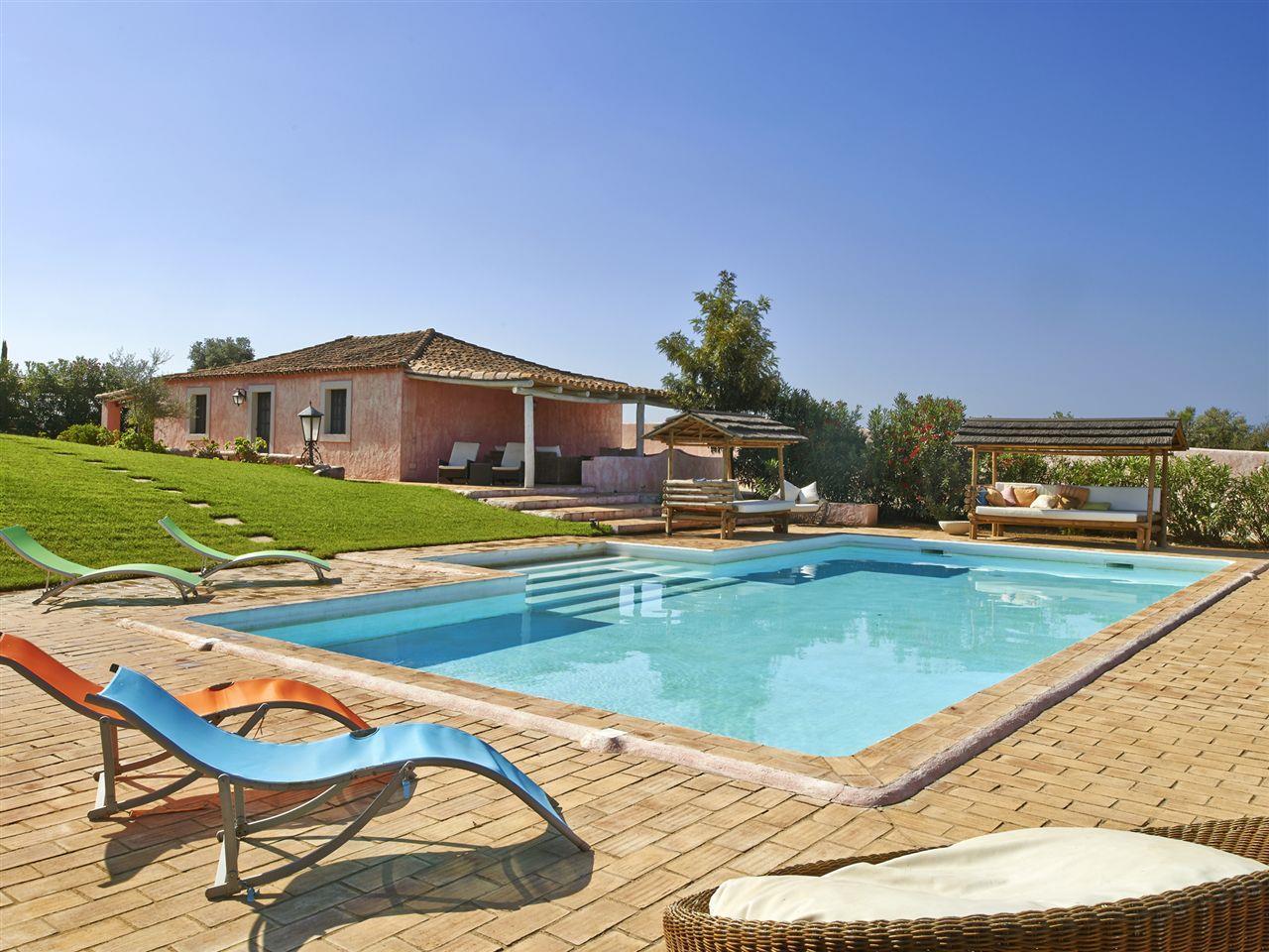 Fazenda / Quinta / Rancho / Plantação para Venda às Farm, 9 bedrooms, for Sale Loule, Algarve Portugal