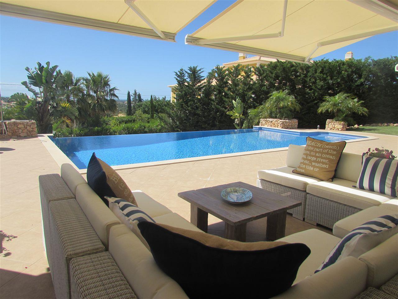 Casa para uma família para Venda às House, 5 bedrooms, for Sale Loule, Algarve 8135-033 Portugal