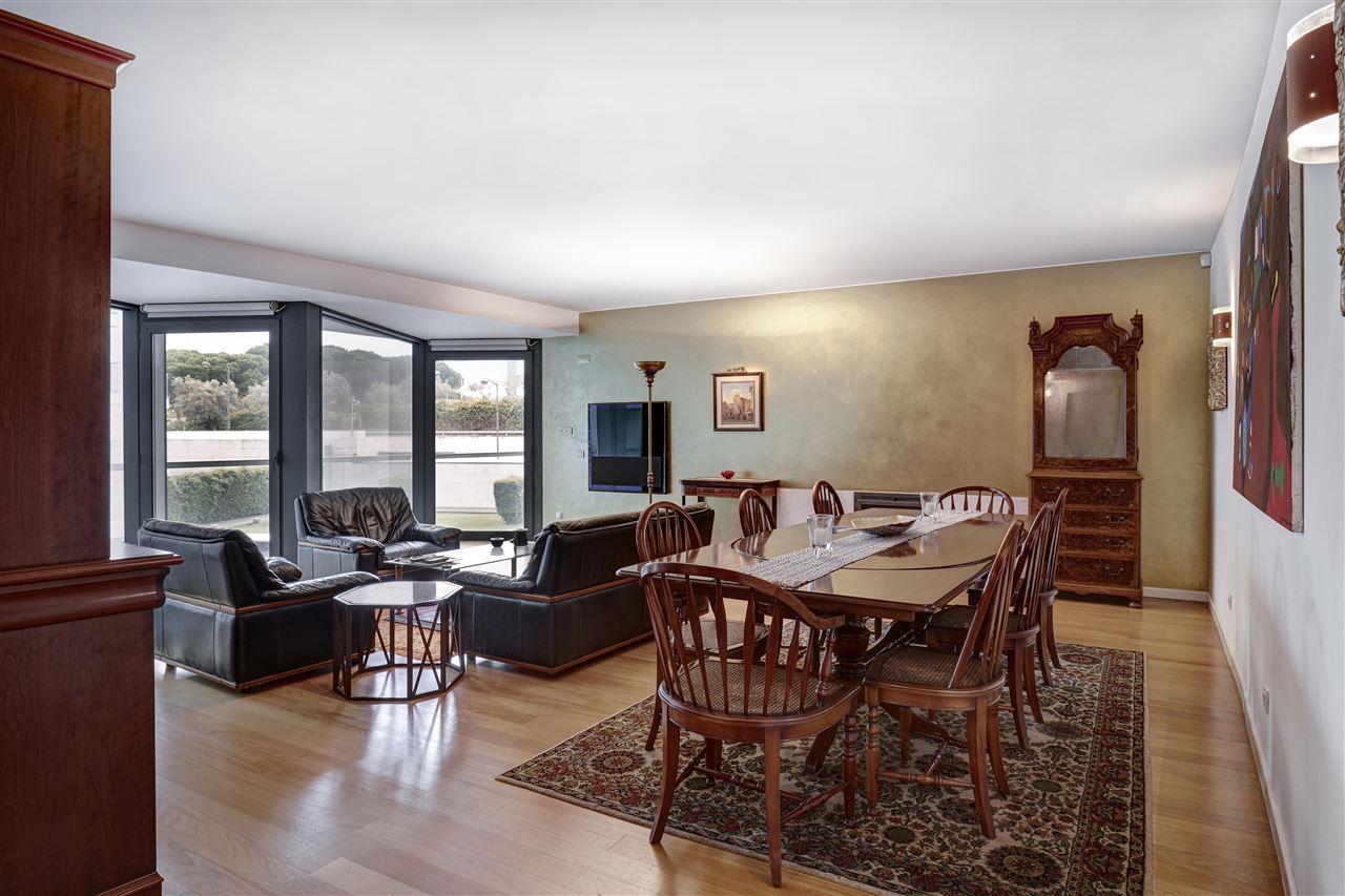 Appartement pour l Vente à Flat, 4 bedrooms, for Sale Lisboa, Lisbonne, 1050-019 Portugal