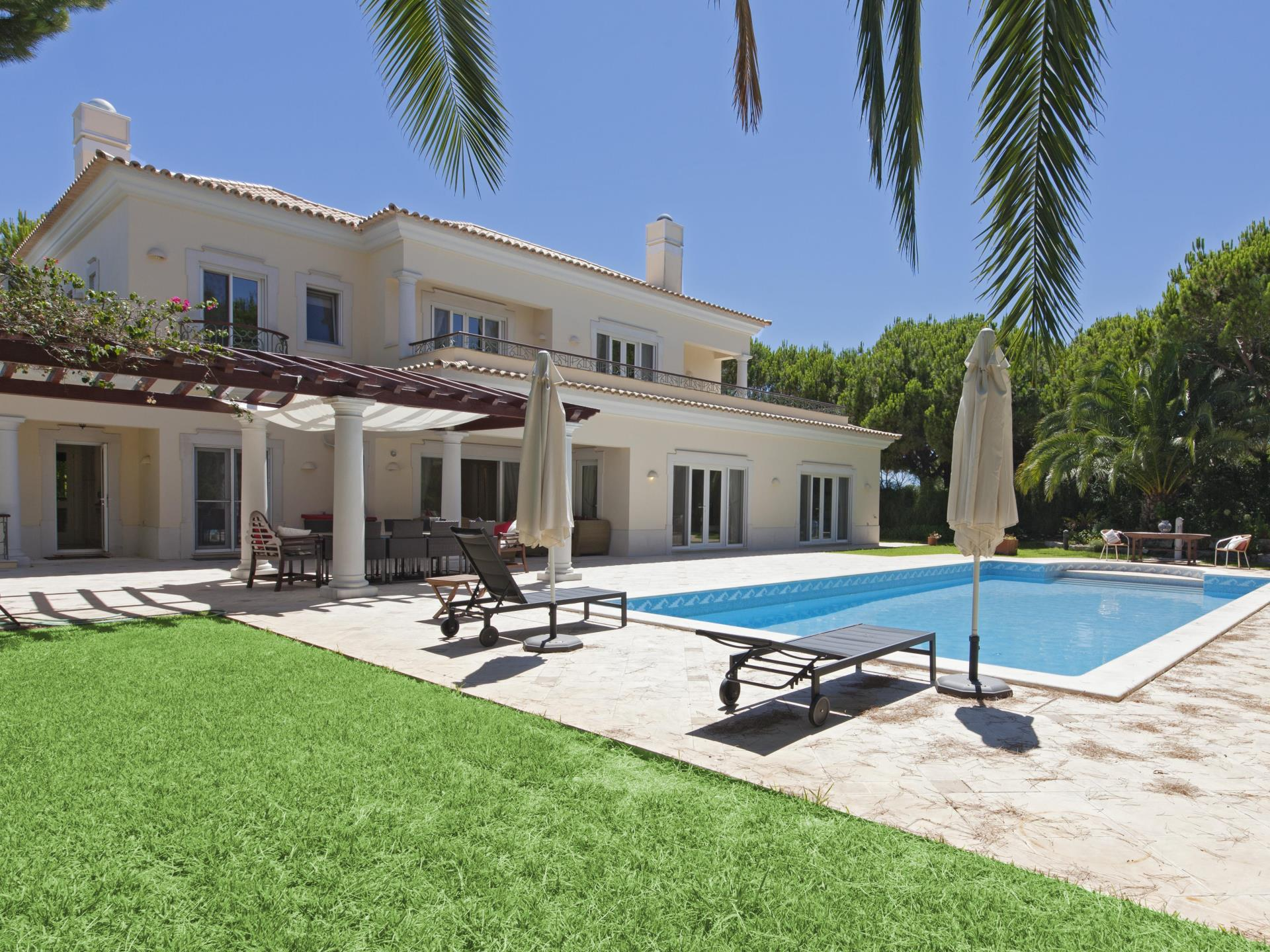 Tek Ailelik Ev için Satış at Detached house, 5 bedrooms, for Sale Loule, Algarve Portekiz