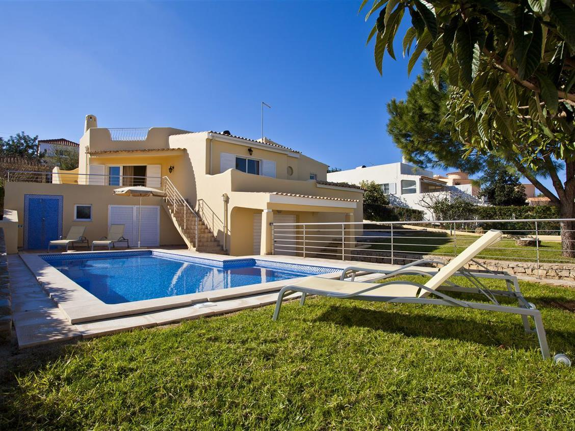 Casa Unifamiliar por un Venta en House, 4 bedrooms, for Sale Albufeira, Algarve Portugal